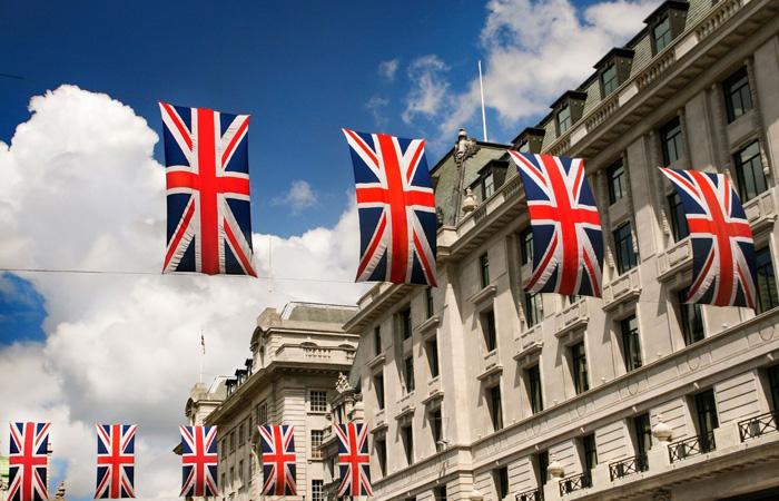 Pall Mall Street mit britischen Flaggen.